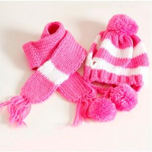Bonnet et écharpe rose